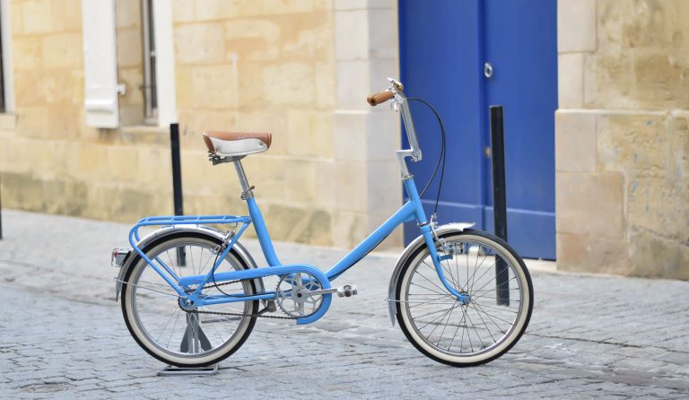 Restauration petit vélo bleu